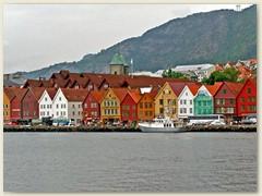 16_Die Hafen- und Hansestadt Bergen, das Tor zu den Fjorden. Die Kontore befinden sich auf der Ostseite der Bucht Vagen