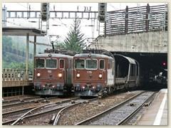 07_Zwei Re 425, die 175 fährt mit einem Autoverladezug von Brig in Goppenstein ein