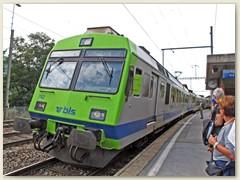 30_Der Pendelzug RBDe 565 der BLS fährt in Lalden Richtung Brig