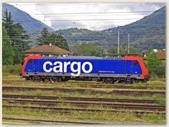 44_Auf der weitläufigen Geleiseanlage wartet die Re 484 009 Cargo, zugelassen in der Schweiz und Italien