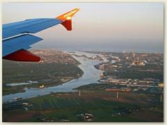 """01_Anflug auf den """"Luchthaven Schiphol"""". Der grösste Internationale Flughafen der Stadt Amsterdam"""