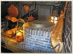 26_Küche dient auch als Vorratskammer