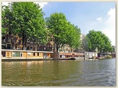 40_Die farbenfrohen Hausboote in der Innerstadt dienen als einzigartige Wohnlage