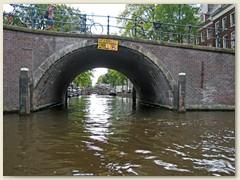 42_Einer der vielen Kanäle in Amsterdam