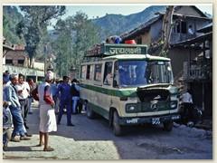01 Mit diesem Bus fuhren wir am 21.03.1991 von Kathmandu nach Sndarijal