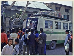 02 Nach mehrstündiger Busfahrt Ankunft in Sundarijal 1400 m