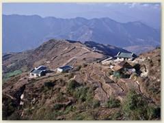 15 Am zweiten Tag - Hügel um Hügel wird überschritten, dann Abstieg auf 1768 m