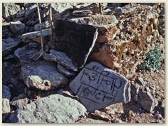 17 Das könnte ein nepalesischer Wander-Wegweiser sein