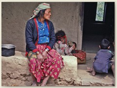 24 Schöne Frau der Tamang - Eine ethnische Gruppe tibetoburmanischen Ursprungs in Nepal
