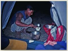 48 Das Nachtessen wird im Zimmer serviert