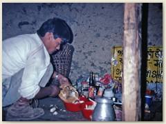 59 Der Koch macht sich an seine Arbeit