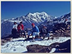 71 Sherpa-Chef mit Peter, Bernhard und Lydia  (v.r.)