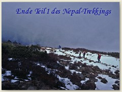 72 Steiler Abstieg in den Nebel in das Langtang-Tal