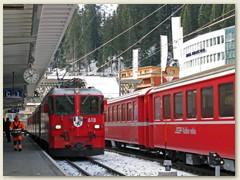 08_Angekoppelt sind die Bahnwagen in Leichtstahlbauweise aus älteren Zeiten