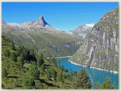 03_Das Zervreilahorn 2898 m, das Bündner Matterhorn vor Augen, marschieren wir dem Zvervreilastausee entlang