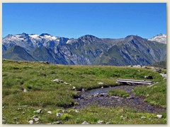37_Über einen kühlen Bergbach - eine kurze Pause und die Aussicht geniessen