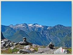 38_Ein Blick hinüber zum Piz Medel - Im August 1994 war ich dort oben auf dem Gipfel