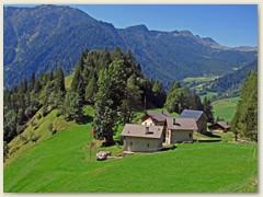 48_Ein paar Hütten bei Monte Cesura - dann leichter Abstieg nach Campo (Blenio)