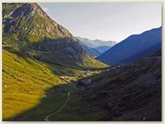 01_Das Val Medel, Blick Richtung Disentis, links die Alp Vatgira