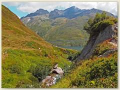 29_Beim Aua dalla Val.  Im Hintergrund der Piz Garviel, Piz Vallatscha und Scopi