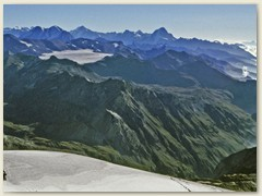 17_Glacier de la Plaine Morte. Im Hintergrund unter anderem das Bietschhorn