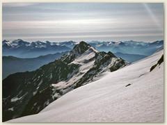 15_Richtung Osten - links im Hintergrund der Gletscher mit der Adulagruppe - Rheinwaldhorn