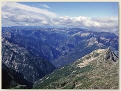 18_Viele Tessiner Gipfel Westwärts blickend