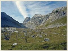 16_Im Hintergrund der Passo d. Gaiarda 2242 m