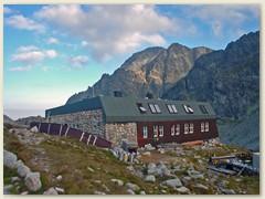 34_Die Chata Zbojnicka 1960 m (Räuberhütte) im oberen Teil des Velka Studena dolina (Grosses Kohlbachtal)