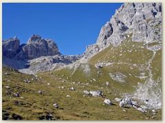 09_In der Ferne erblickten wir das Rifugio Pedrotti