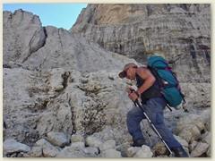 18_Klaus im Auf und AB - Abstieg von der Bocca di Brenta 2552 m