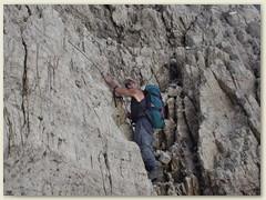 21_Auch die Hände sind hilfreich für den steilen Abstieg