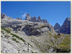26_Weiter auf dem Sentiero Bogani mit imposanten, kühnen Dolomitentürmen