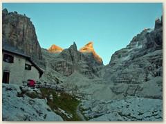 34_Die letzten Strahlen der Abendsonne  beleuchten die Dolomitengipfel
