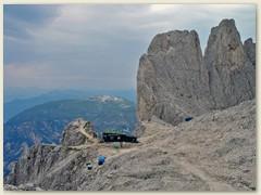 23_Nach dem Ausstieg des Steiges das Plateau mit der Santerpasshütte