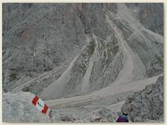 45_Abstiegspfad mit gegenüberliegenem  Passo Molignon