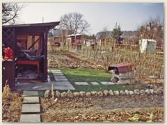 01r Frühling 1979, nach 5 Jahren haben wir eine Art Gartenhaus  und eine Grillstelle gebaut