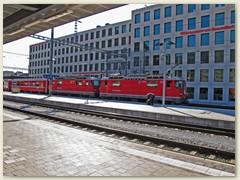 06r Bahnhof Chur, RhB Seite, ein Zug Abfahrbereit Richtung Landquart