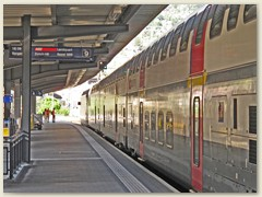 13r Bhf Chur mit einem SBB Doppelstock-Zug nach Basel
