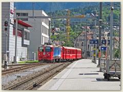 16r Ein RhB Zug von Landquart fährt in Chur ein