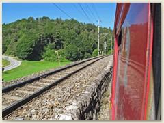 21r Nach Überquerung des Hinterrheins trennen sich die Strecken. Auf dem linken Gleis fährt man weiter nach Thusis über die - Albulalinie - nach St. Moritz und bis Tirano