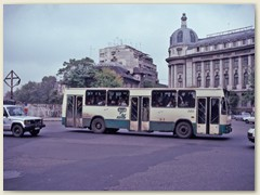 33 Ein Bus des öffentlichen Verkehrs in der Haupstadt