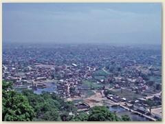 01 Namasté,  das Kathmandutal 1300 m ist eine Landschaft in Nepal, in deren Zentrum die Hauptstadt Kathmandu liegt.