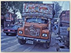 50 Ein nepalesicher Lastwagen