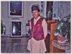 51 Unser Chauffeur fährt uns nach Swayambhunath, Poskupatinath und Kirtipur