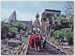 53 Mönche begegnen Lydia zum Durbar Square