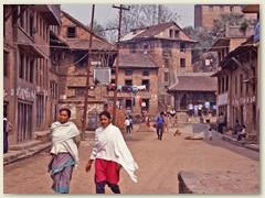 63 Eine Dorfstrasse im Jahre 1991