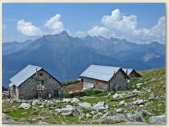 03 Alte Häuser auf der Alpe Nara 1929 m