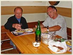 09 Abendessen in der gemütlichen Stube mit Marcel und Klaus