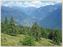 15 Blick über das Valle di Blenio in Richtung Olivone und Campo mit Piz Medel